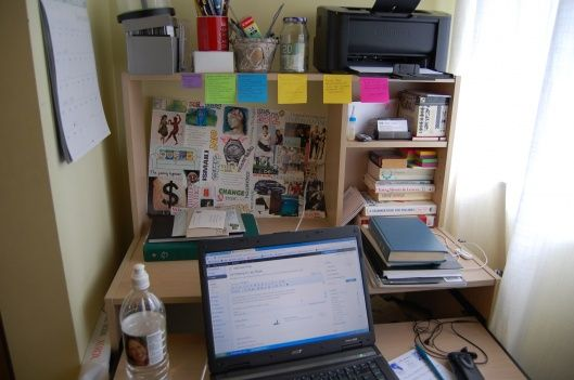 De-Cluttering for Lazy People- some sneaky ways to approach the issue without overthinking it. Blogpost.