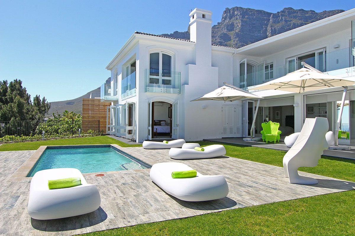 La maison hermes une villa luxueuse de 6 chambres originales situ e camps bay avec jardin for Petite maison luxueuse
