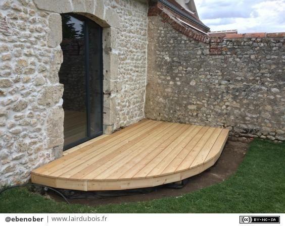Une petite terrasse arrondie par ebenober