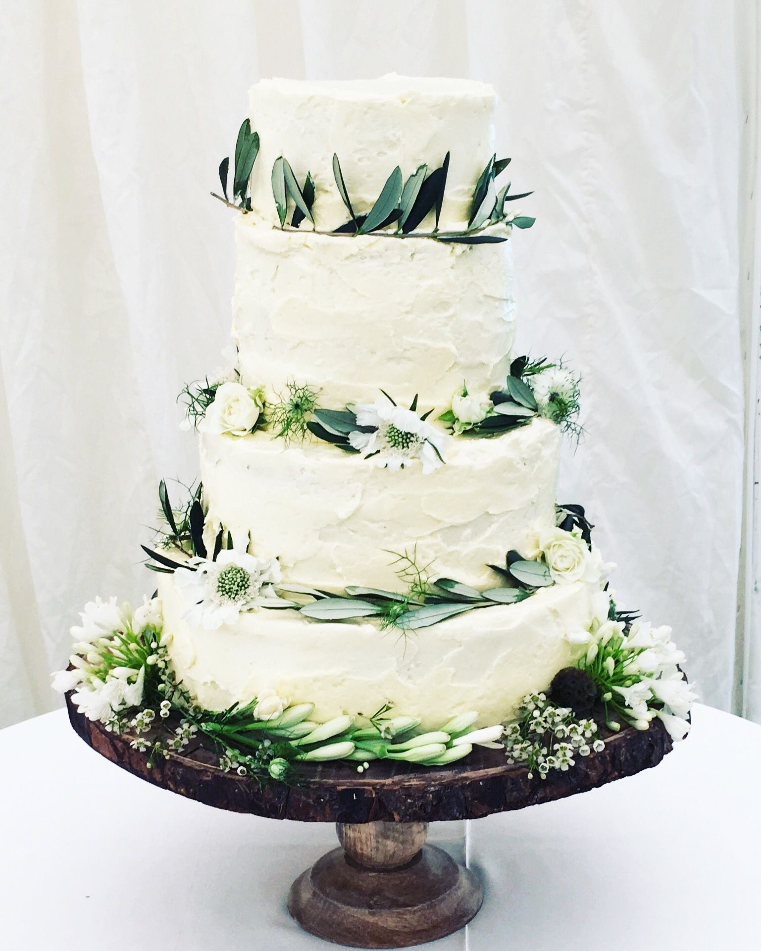 Rustic botanical buttercream wedding cake by Mimolo Design. Woodland ...