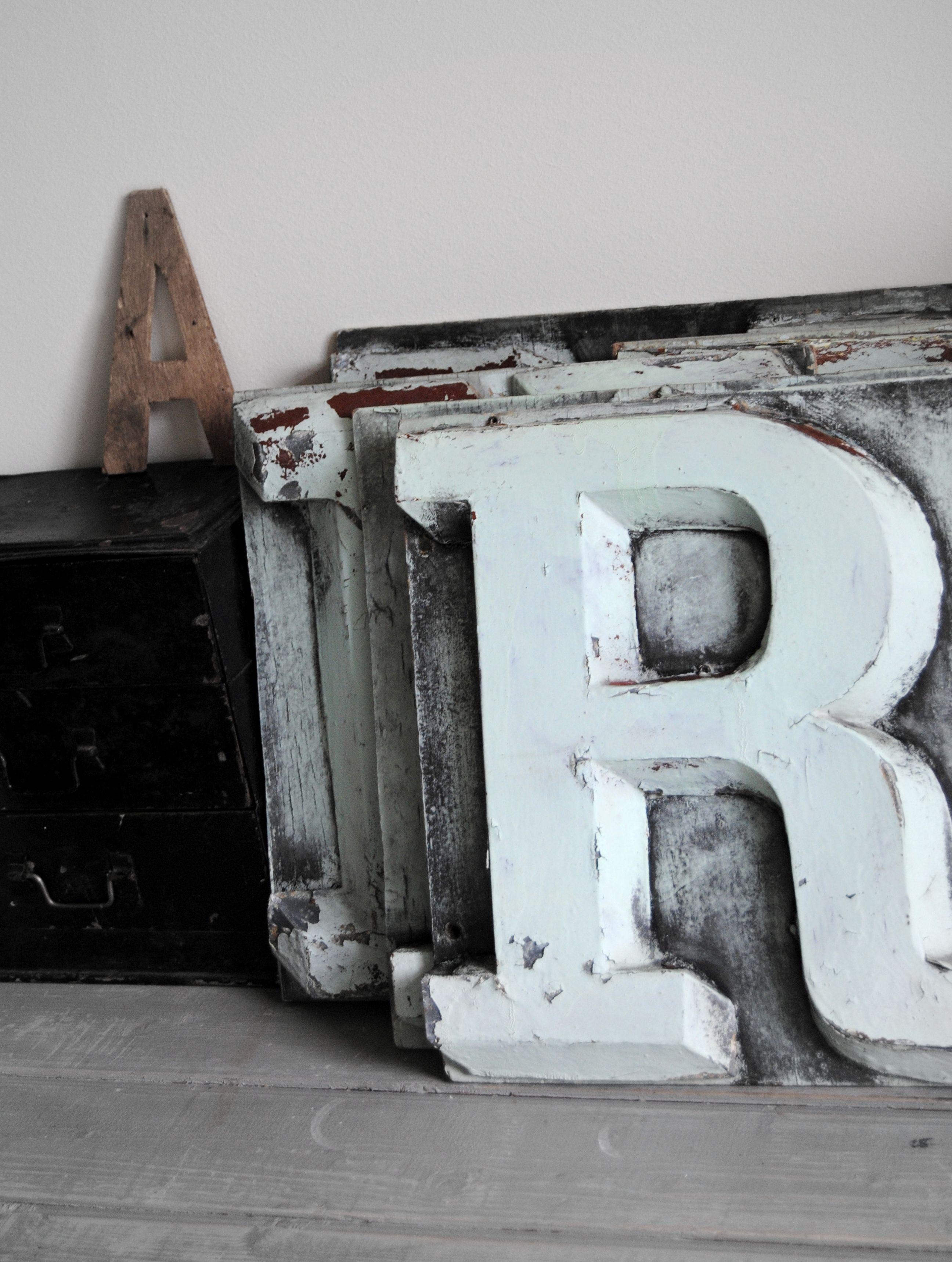Lettre denseigne en zinc 4900  Dco Indus  Vintage lettering Lettering et Lettering design