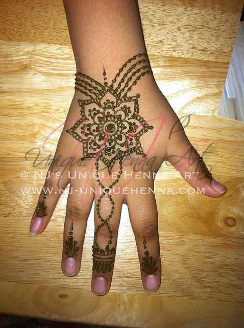 13 Unique Henna Designs Doing The Rounds This Wessing: Eid Henna 2012 © NJ's Unique Henna Art
