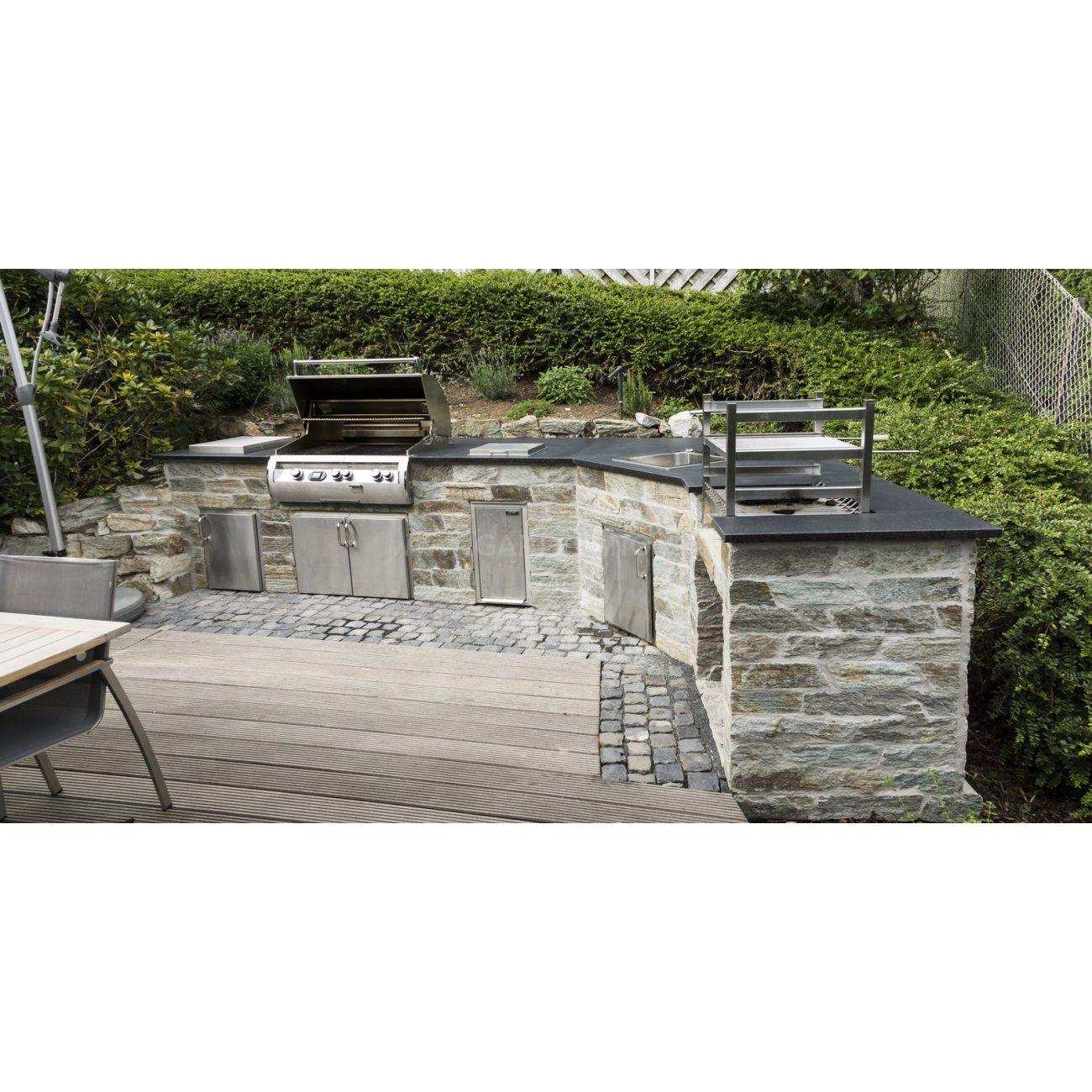 Aussenkuche Mit Fire Magic Echelon Grill Aus Naturstein Und Mit Arbeitsplatte Natural Stone Outdoor Kitchen With Fire Eingebauter Grill Outdoor Outdoor Kuche