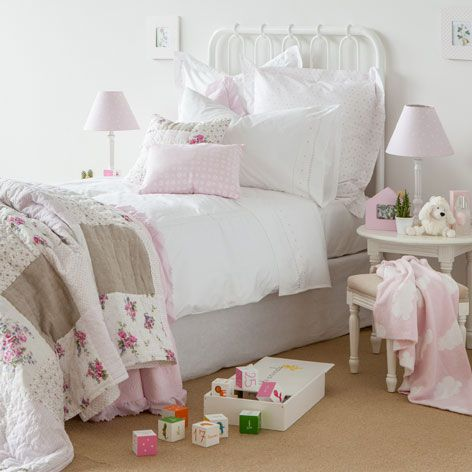 linge de lit percale broderie c ur linge de lit lit. Black Bedroom Furniture Sets. Home Design Ideas