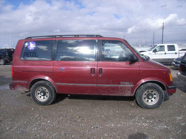 Red And Gray 1997 Gmc Safari Van Lot 22905240 1993 Gmc Safari 4 3l 6 Gmc Safari Gmc Safari