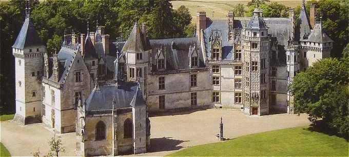 Le château de Meillant est situé à Meillant dans le département du
