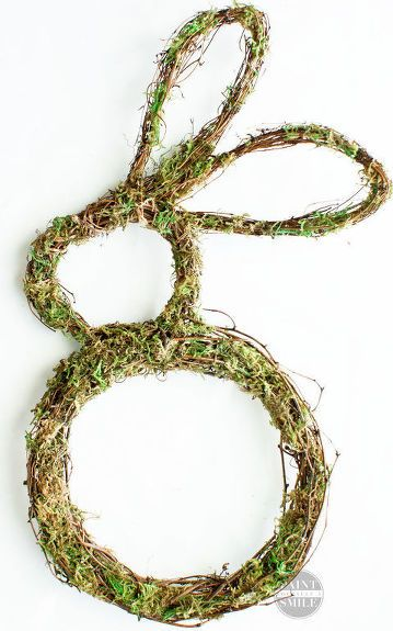 How to Shape the Perfect Bunny Wreath - Bunny wreath, Wreaths, Easy diy wreaths, Decorative mesh wreaths, Handmade christmas ornaments, Holiday table decorations - Soak a wreath in hot water & hang THIS up on your door