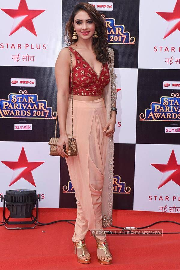 Star Parivaar Awards 2017 | Actresses in 2019 | Kurti with jeans