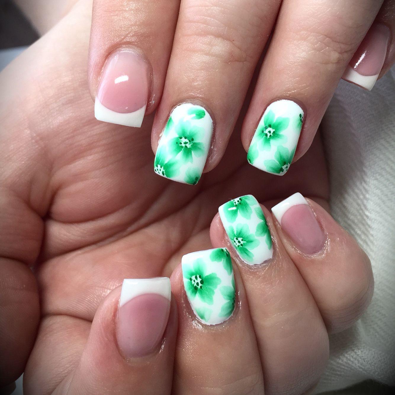 Green one stroke nail art
