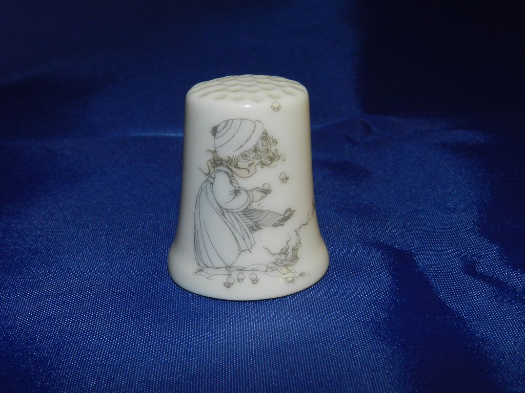 Precious Moments Porcelain Thimble/Back: This is the Time for Us to Share