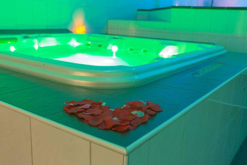 Relax Center Amersfoort Prive Sauna Jacuzzi Romantische Versiering Jacuzzi Relax Sauna
