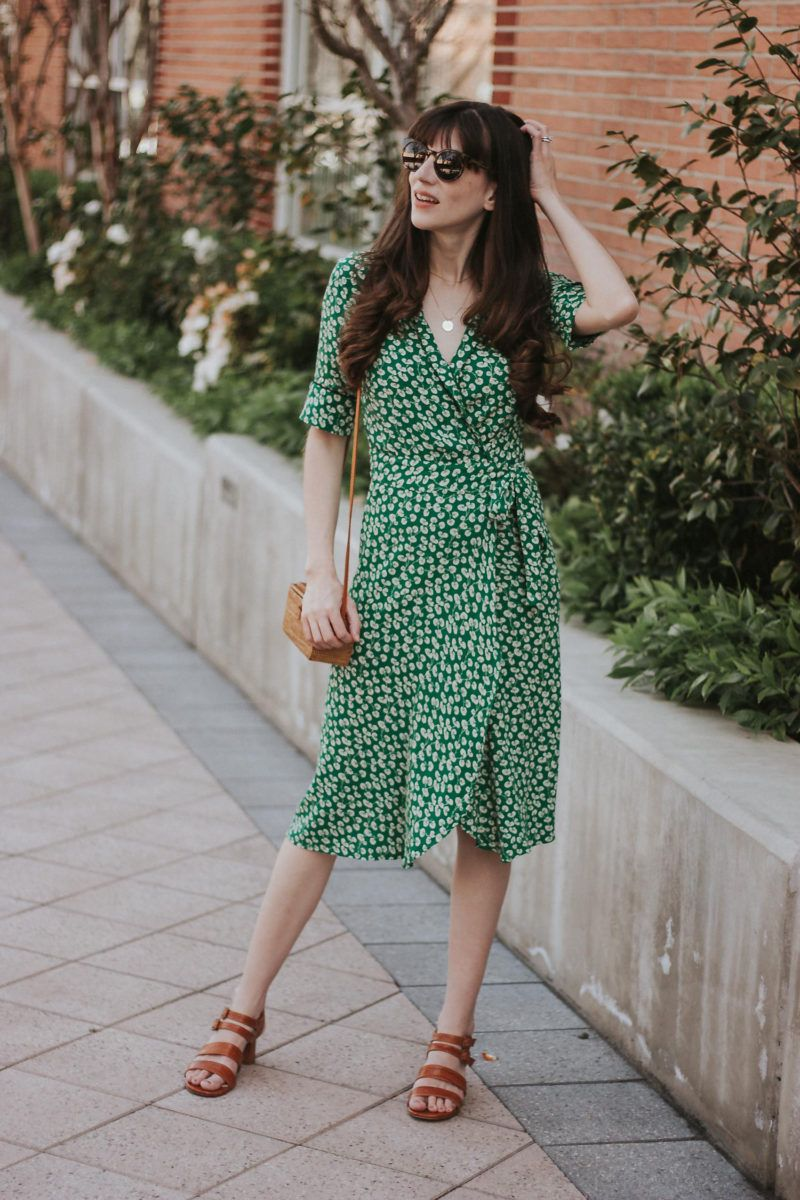 How To Style A Wrap Dress For Summer Jeans And A Teacup Moda Vestidos Fotos [ 1200 x 800 Pixel ]