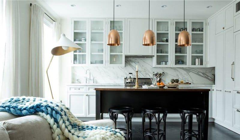 Белая кухня со стеклянными фасадами | Дизайн кухни | Pinterest