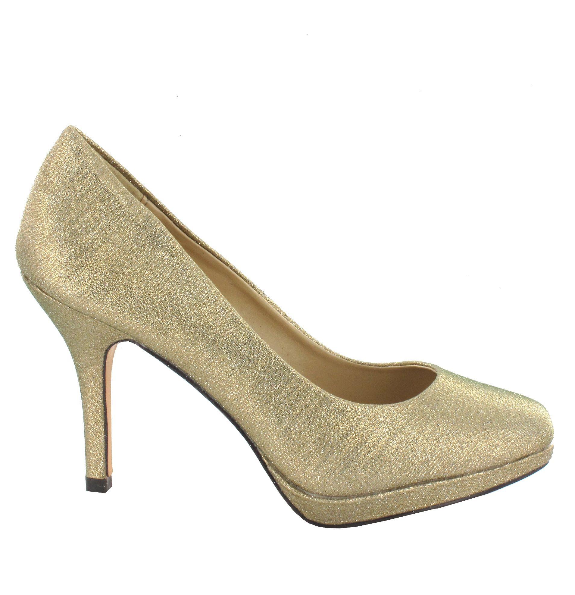 Zapato en Dorado con plataforma. Un modelo de zapato distinguido y cómodo. Ref.6774 //Golden platform heel shoe . A refined and comfy model. Ref.6774