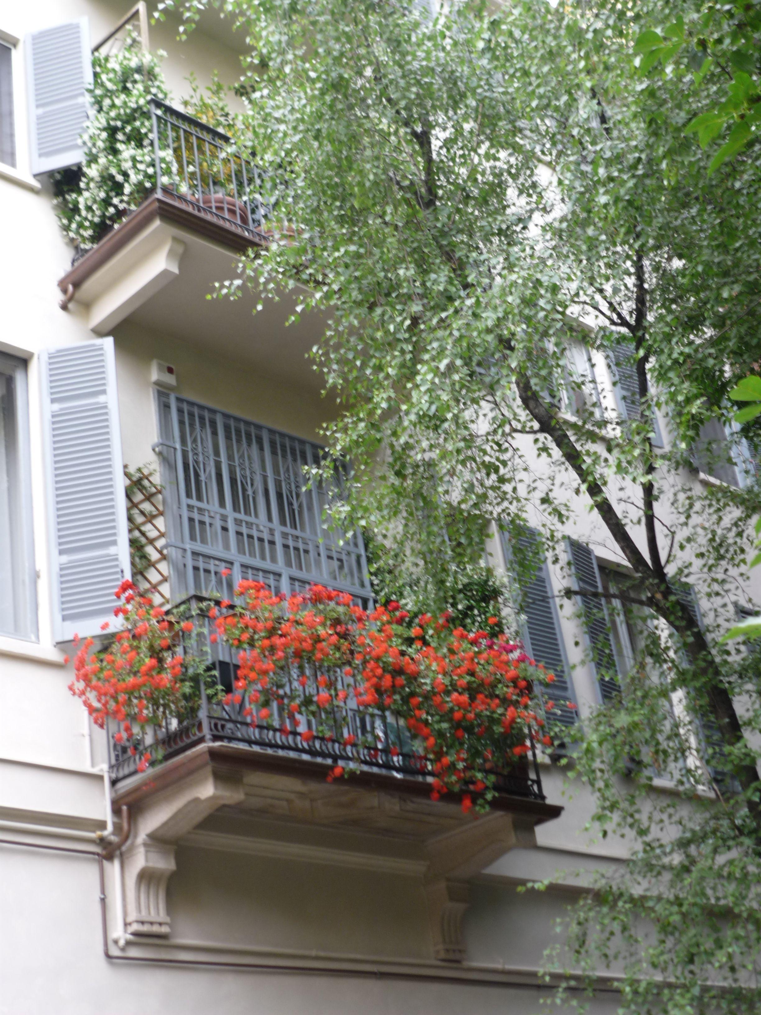 balcone fiorito a Milano | Porte & finestre