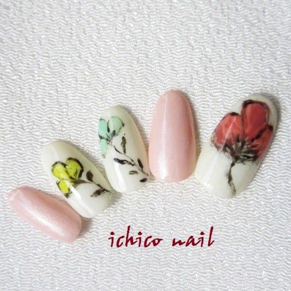 ★親指、中指、薬指に、ジェルで一輪お花を描いています。水彩画・・・? 水墨画・・・? 可愛らしさだけではない、個性的な風合いのお花アート、存在感があります。パ...|ハンドメイド、手作り、手仕事品の通販・販売・購入ならCreema。