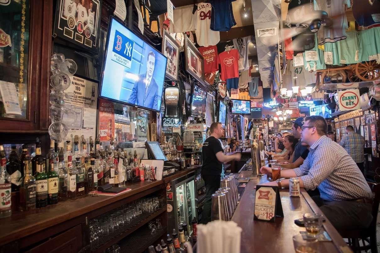 The Best Sports Bars in NYC Fun sports, Sports bar, Nfl