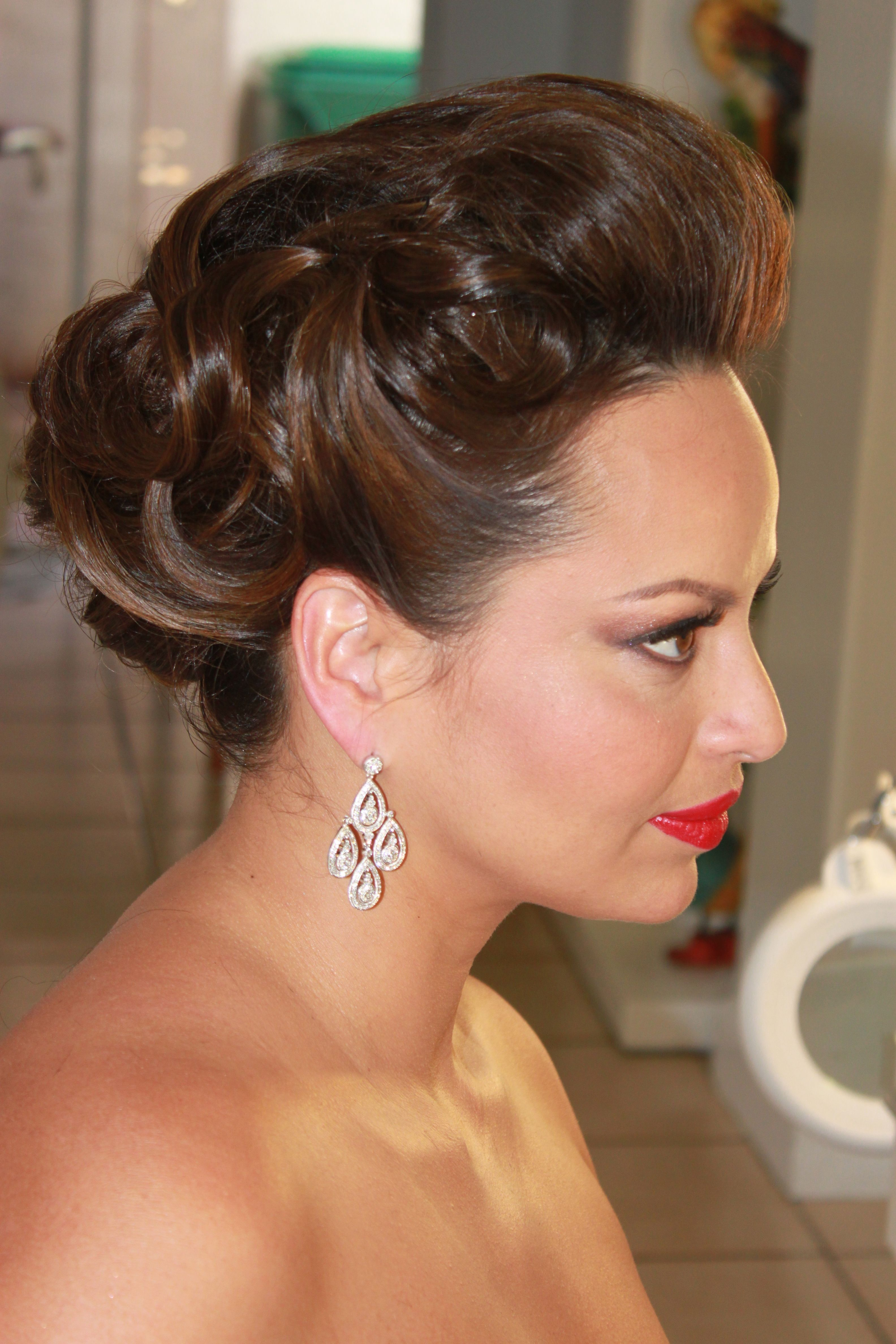 Old Hollywood Glam #bride #beauty #bestinmiami #makeup #myispiration #glam #glow #redlips #guruofbrides #hair #retro #diva #moviestar by http://www.gloriapelo.com
