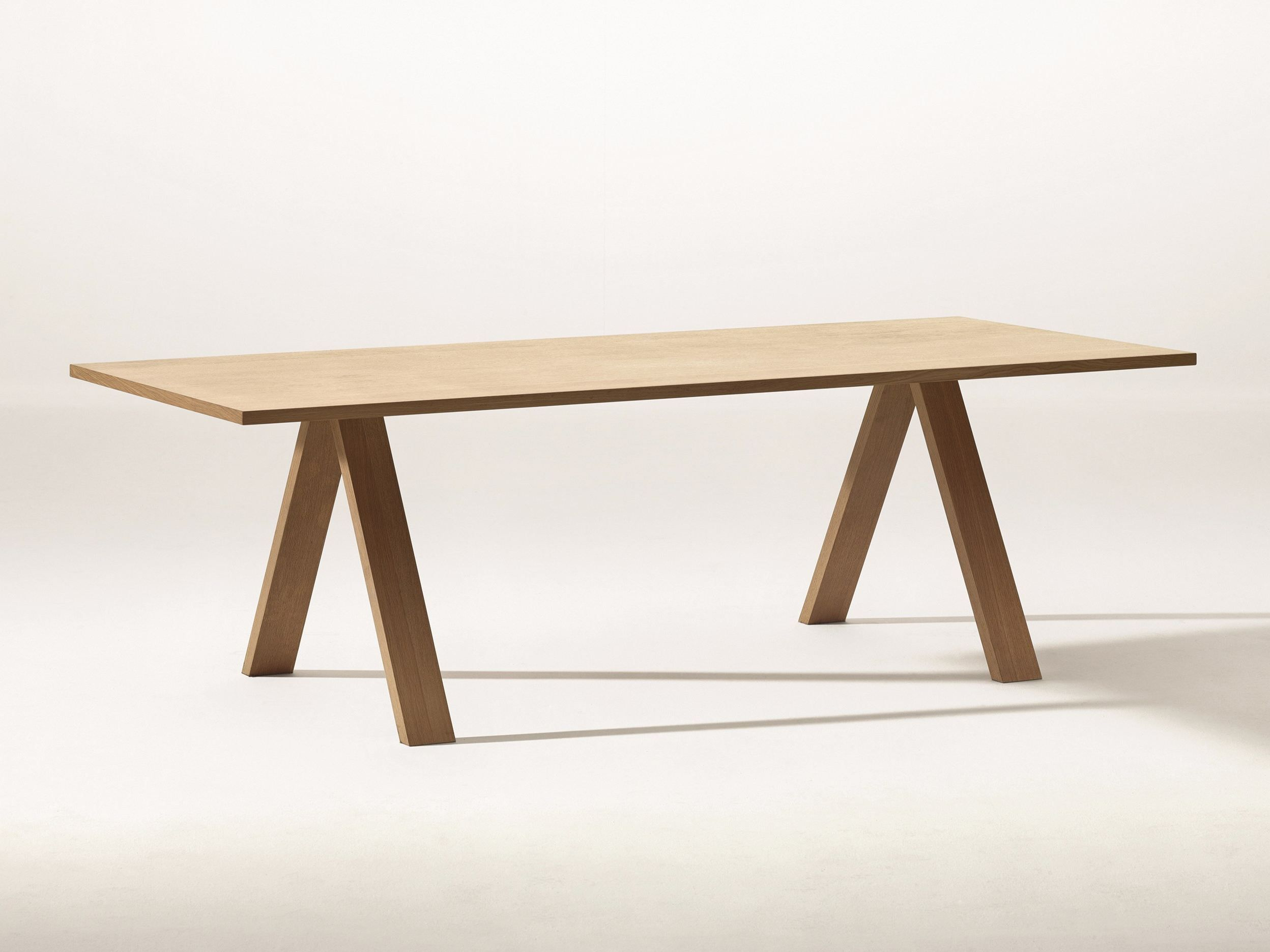 Tavolo Arper ~ Cross table by arper design bruno fattorini robin rizzini