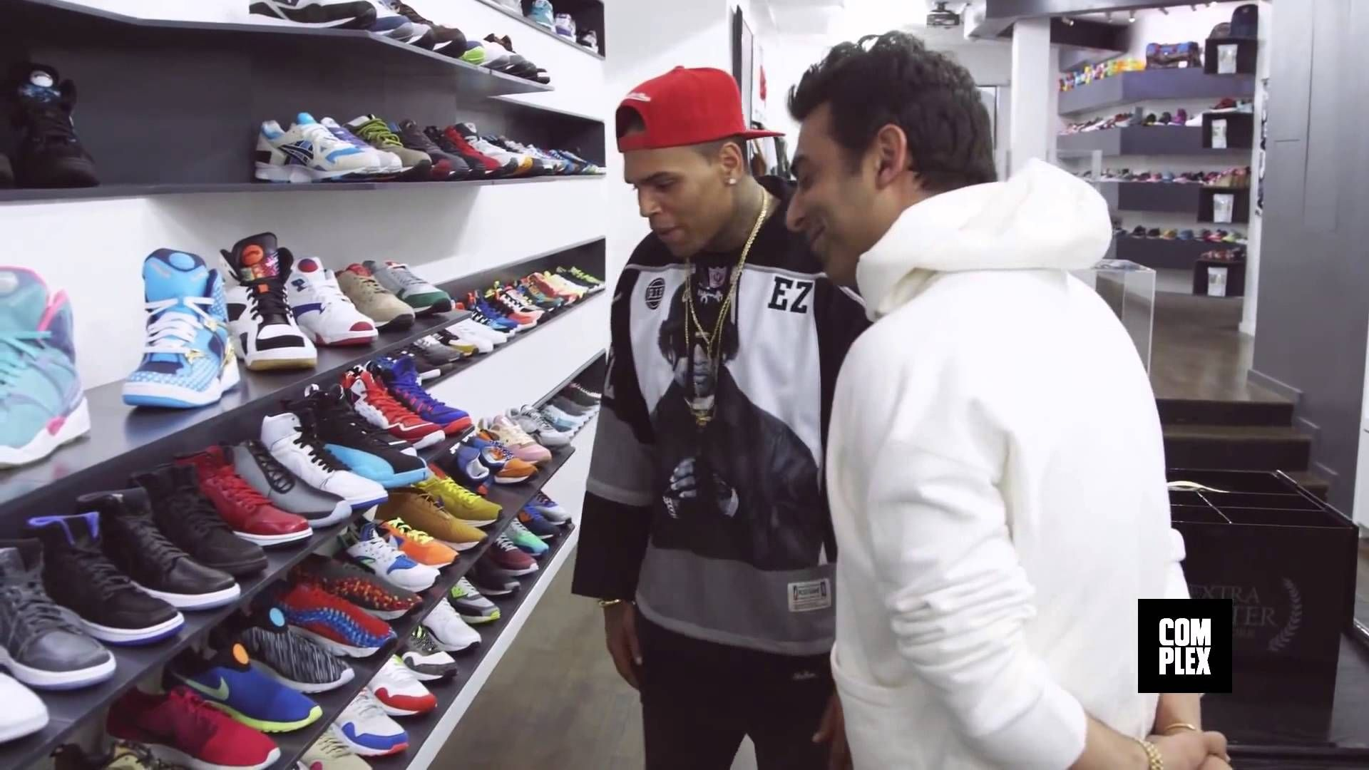 sneakeron com chris brown goes sneaker shopping with complex