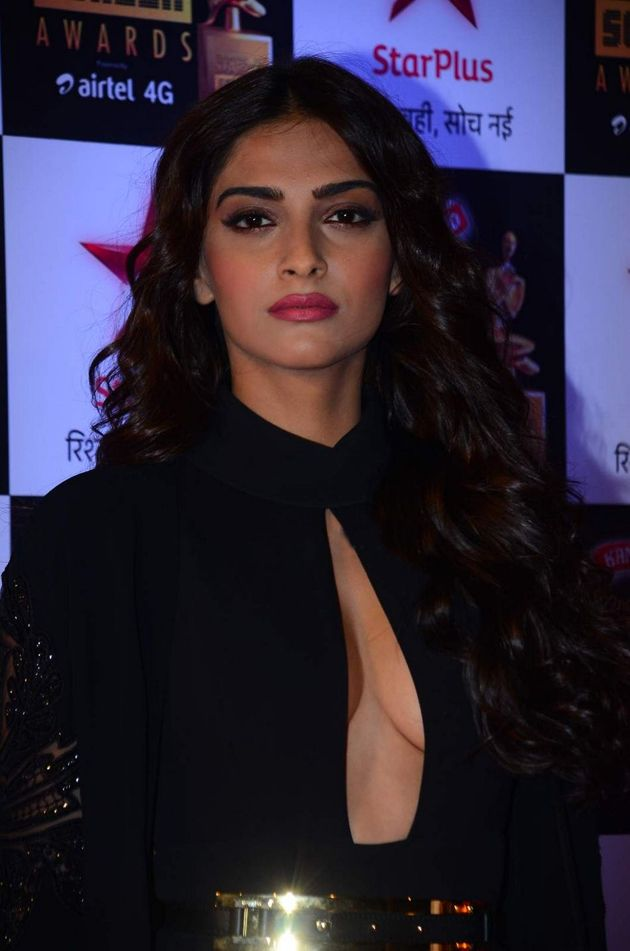 Sonam Kapoor Hot Cleavage Pictures In Black Dress Hollywood