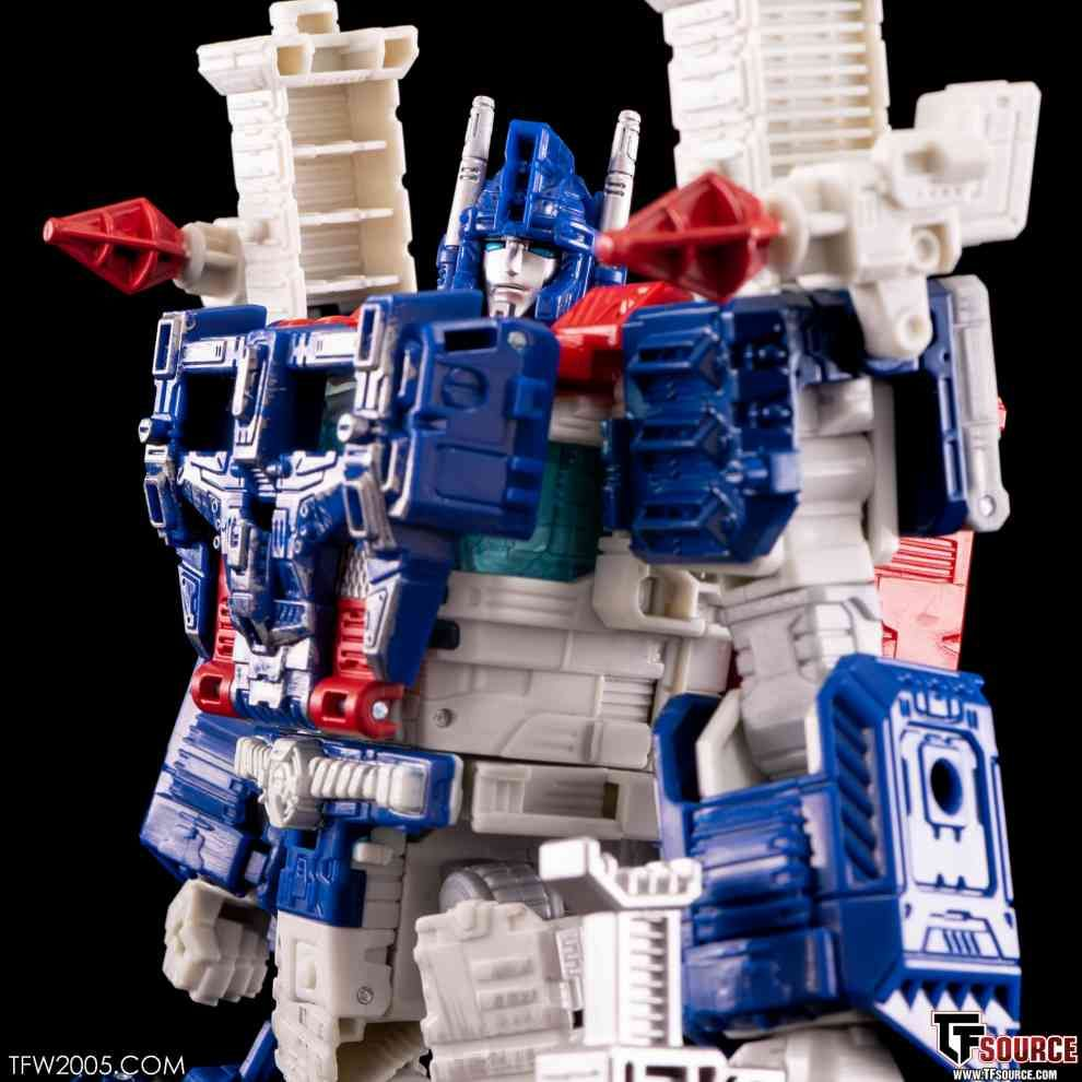 Pin By Nic Crow On Transformers Mp 02 Ultra Magnum In 2020 Ultra Magnus Transformers Transformers Toys