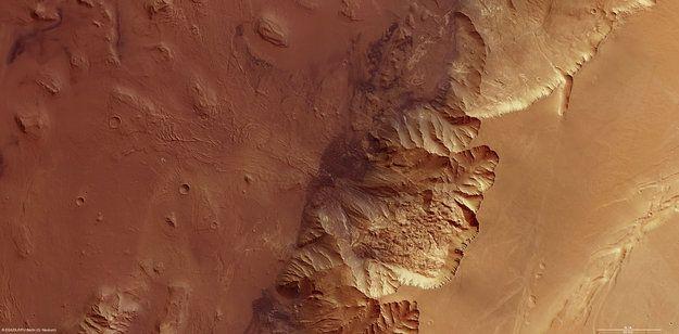 Melas Chasma, la sección mas profunda en el conjunto de Valles Marineris