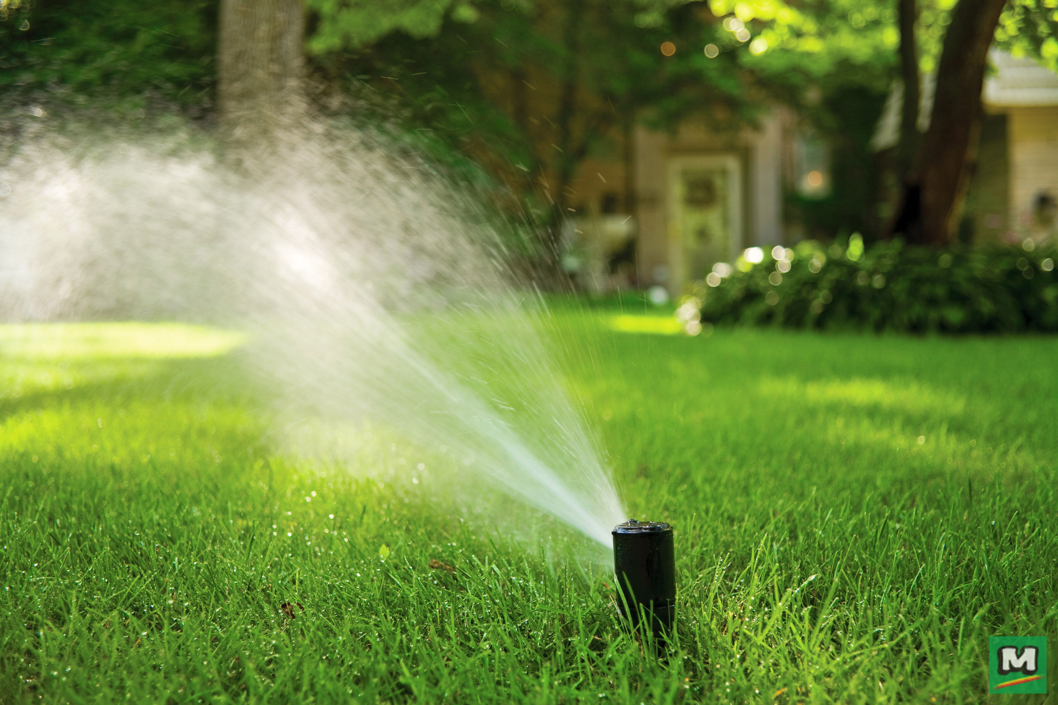 Help Your Lawn Stay Lush With Rain Bird 42sa Rotor Sprinkler Heads With A Water Lubricated And Gear Driven Underground Sprinkler Watering Irrigation Water