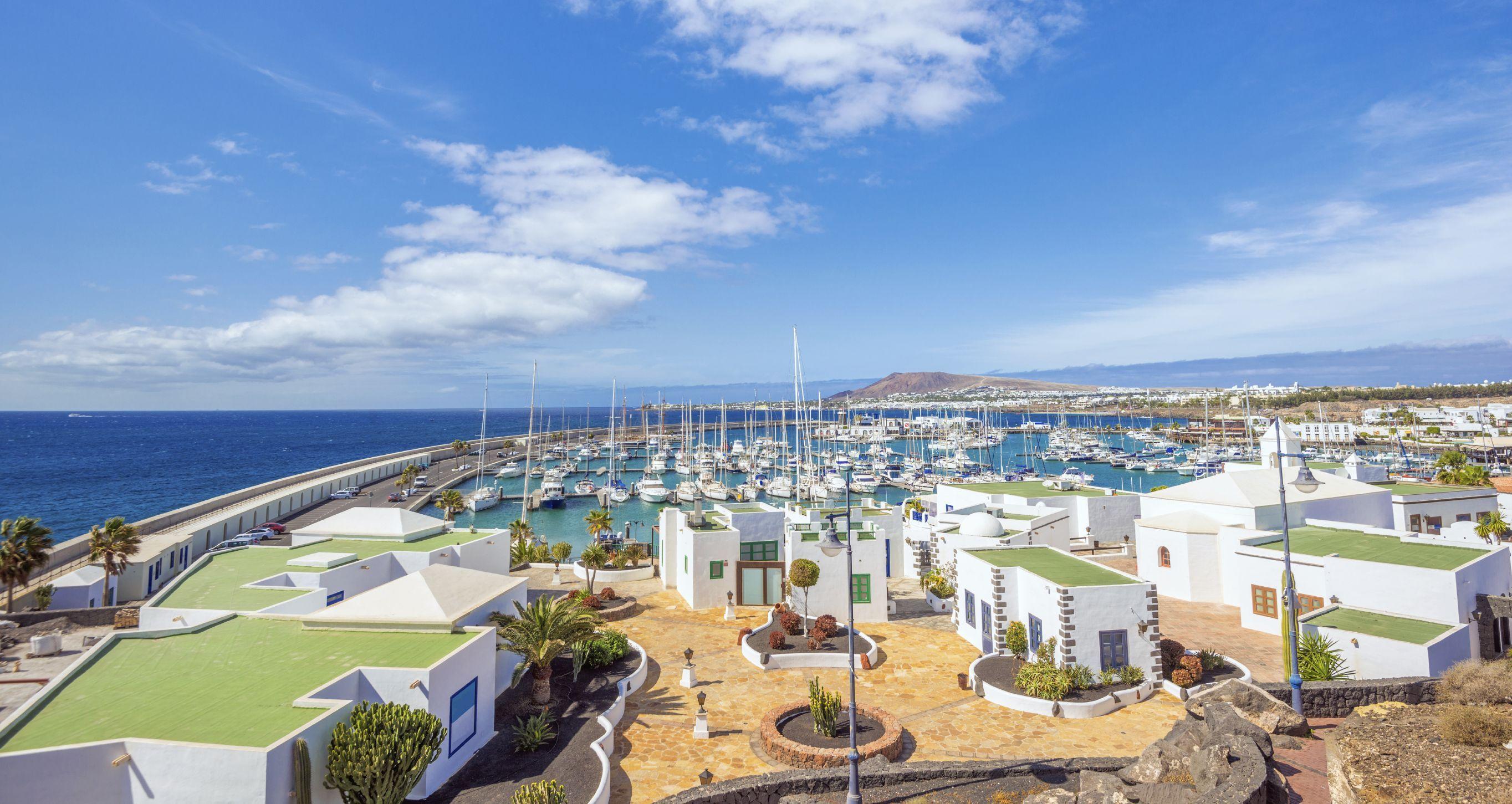 Jederzeit in den Sommer fliegen: Hin- und Rückflug nach Lanzarote ab 83 € - Urlaubsheld   Dein Urlaubsportal