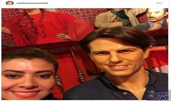 نشوى مصطفى تلتقط سيلفي مع تمثال توم نشرت الفنانة نشوى مصطفى صورة حديثة لها التقطتها على