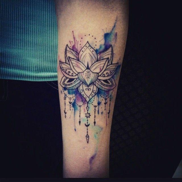 Tattoo taschenuhr oberschenkel  Bildergebnis für tattoo oberschenkel frau mandala | Tattoo ...