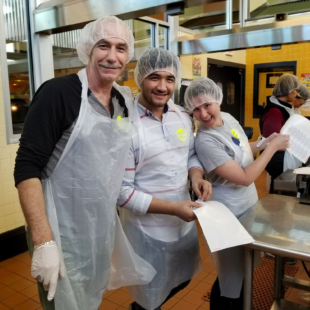 images?q=tbn:ANd9GcQh_l3eQ5xwiPy07kGEXjmjgmBKBRB7H2mRxCGhv1tFWg5c_mWT Kitchens For Good Volunteer