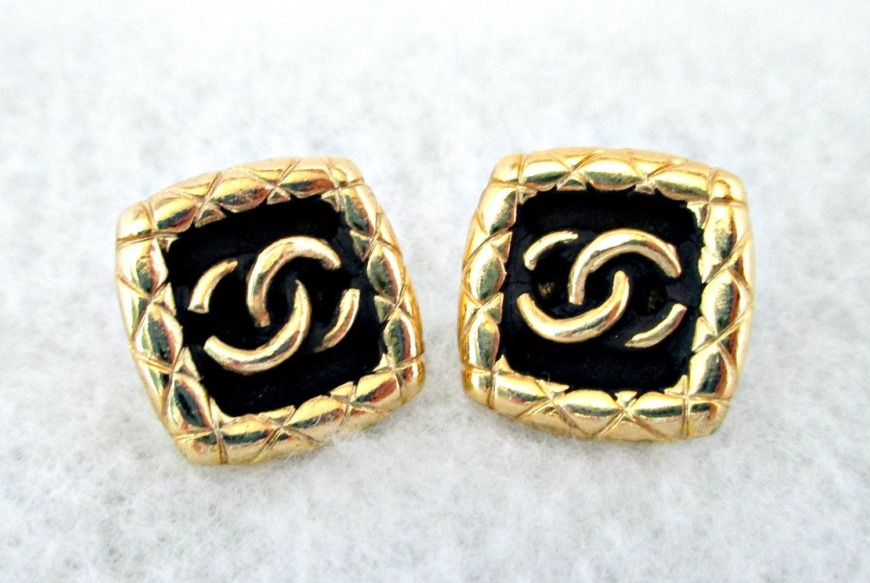 HandMade Vintage  Beautiful Interlocking Logo Black Lucite Stud Earrings