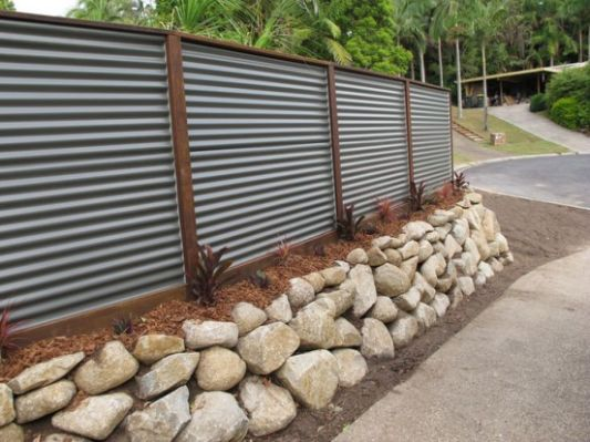 Retaining Wall W Hardwoodposts Home Remodeling Ideas