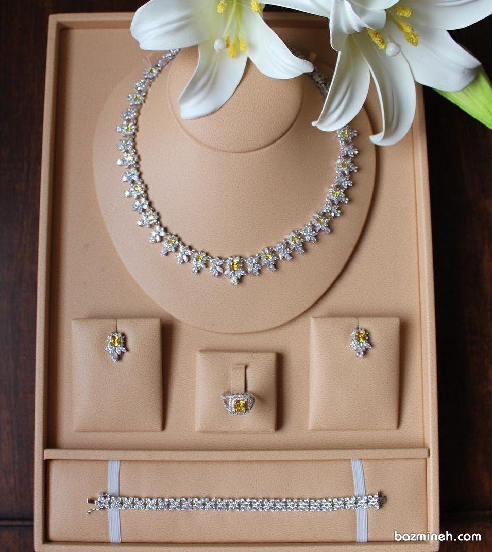 ست طلای شیک و کلاسیک عروس با برلیان های زرد و سفید Magical Jewelry Diamond Necklace Designs Diamond Jewelry Designs