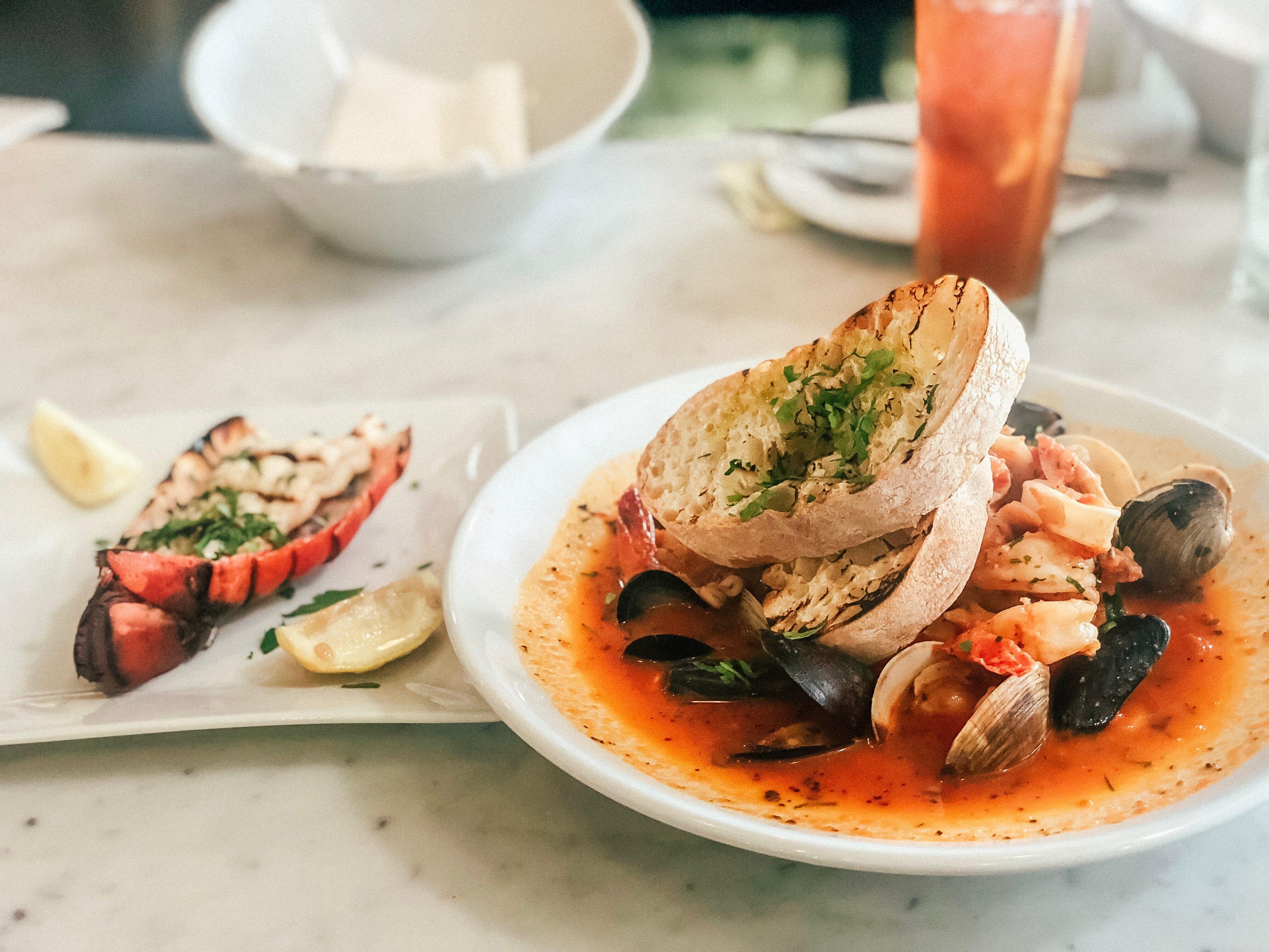 Najlepsze Dania Kuchni Polskiej W Calej Warszawie W Akademii Proponujemy Naszym Gosciom Tradycyjne Dania Kuchn Lobster Recipes Potluck Dishes Seafood Recipes