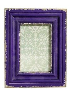 Violetti puinen kehys. 16,95e