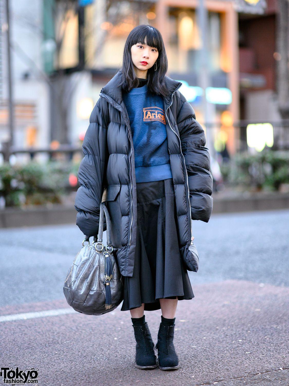 aba260ff40e Harajuku girl wearing an oversized puffer jacket with a sweatshirt ...