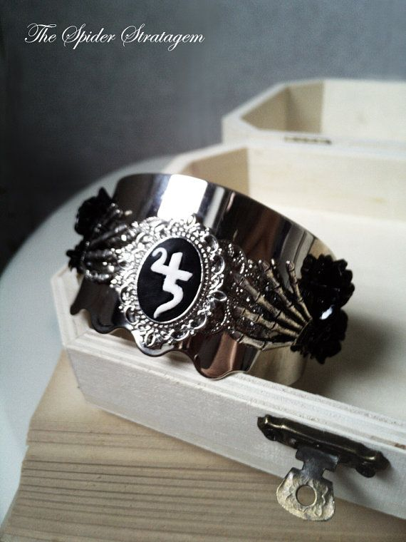 Gothic victorian bracelet bangle 'Jusa' goth by SpiderStratagem, €18.00
