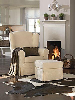 An Kühlen Abenden Wird Im Kamin Ein Feuer Entfacht. Während Das Harzige  Holz Knisternd Verbrennt, Kuscheln Wir Uns In Den Gemütlichen Sessel. Eine  Warme ...