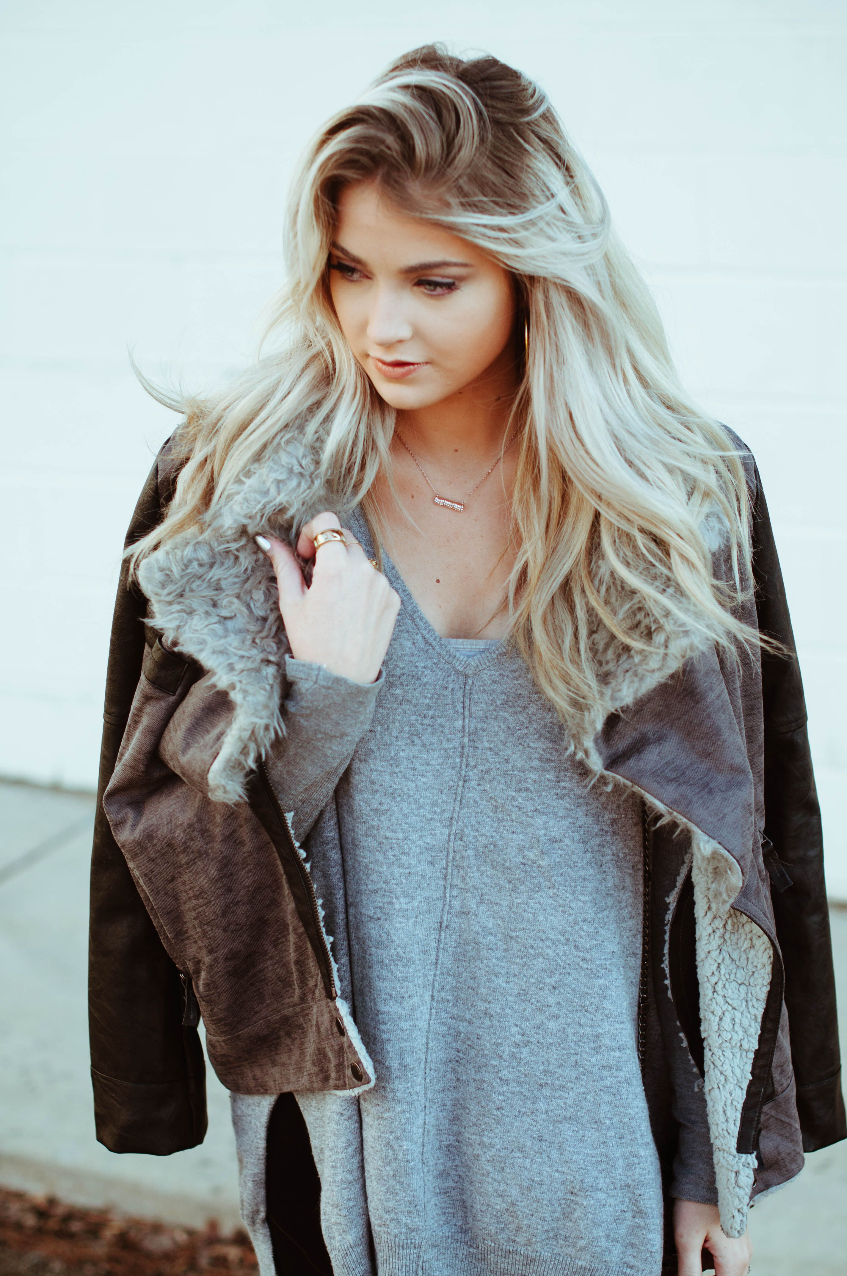 natural waved side part Mode, Cheveux et Robe