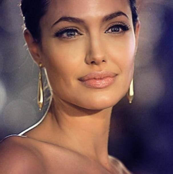 angelina jolie\u0027s makeup here is just stunning , H x