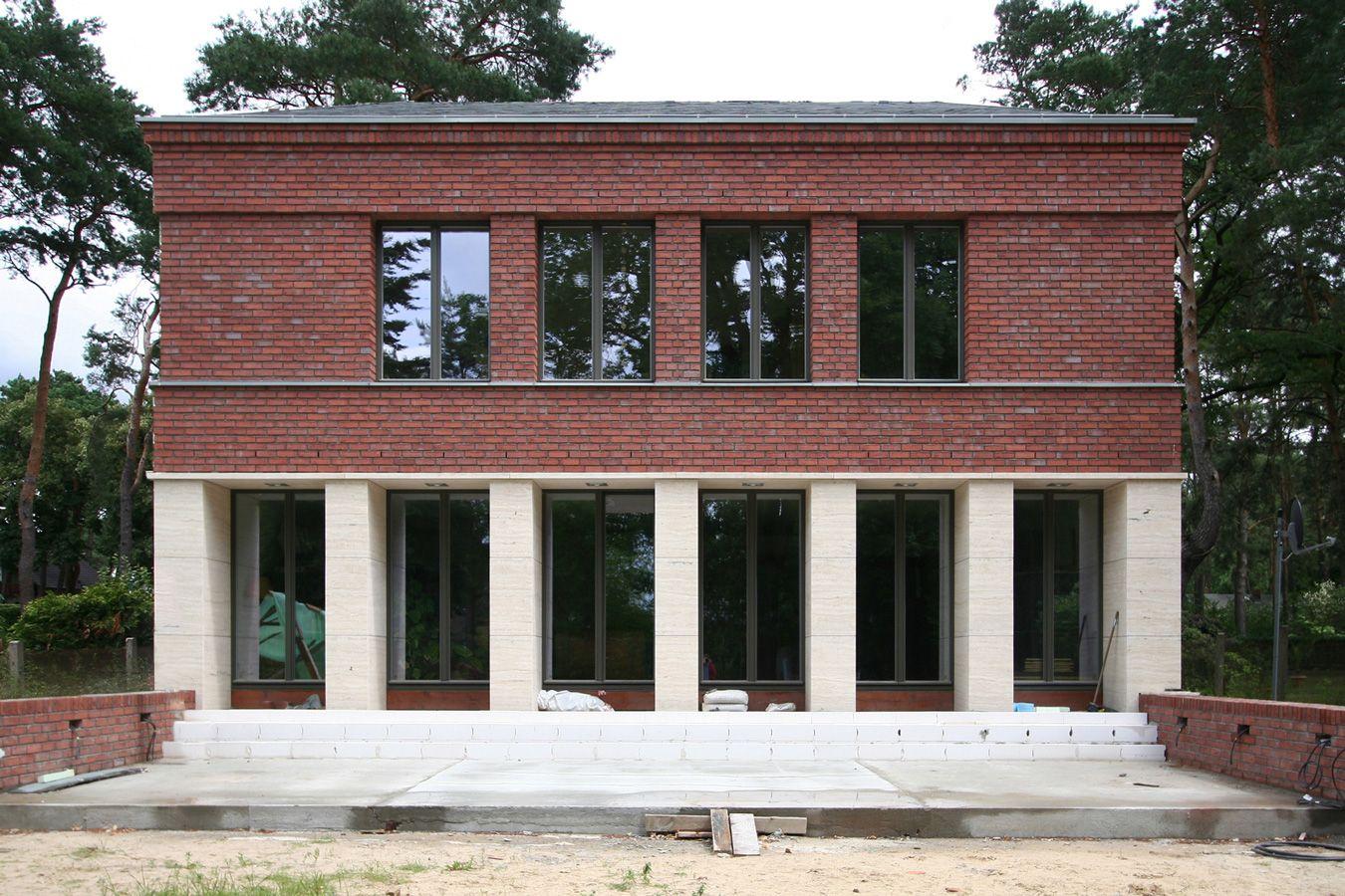 Klassisch traditionelles einfamilienhaus aus backstein und naturstein vogel cg architekten berlin