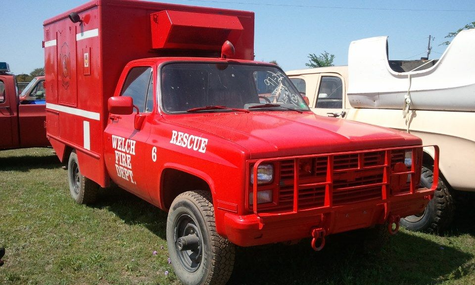 No1309 Chevrolet M1010 CUCV 4x4 Military Ambulance Red For