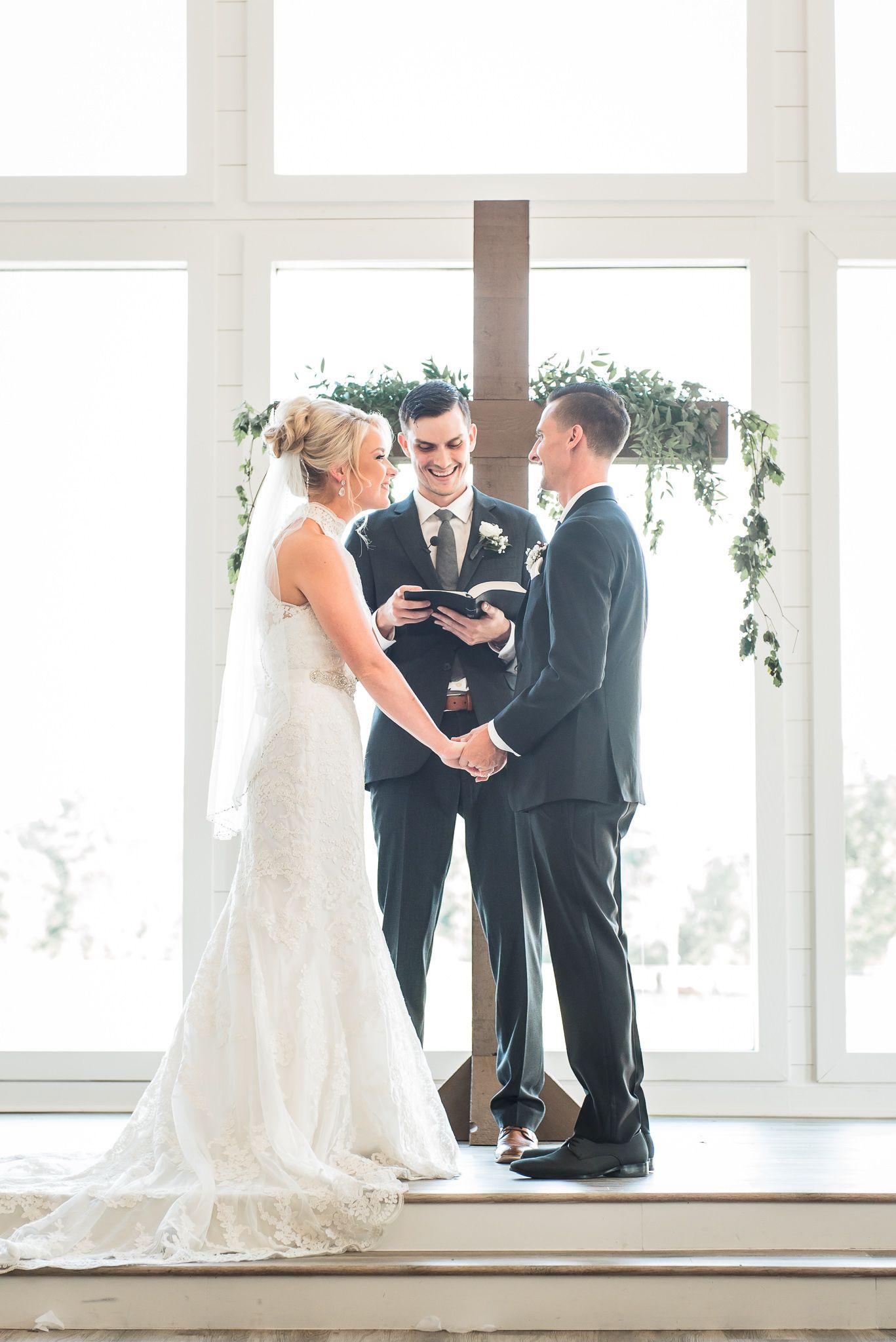 A Simple Houston Texas Farmhouse Wedding The Overwhelmed Bride Wedding Blog Socal Wedding Planner Farmhouse Wedding Venue Wedding Bride Farmhouse Wedding