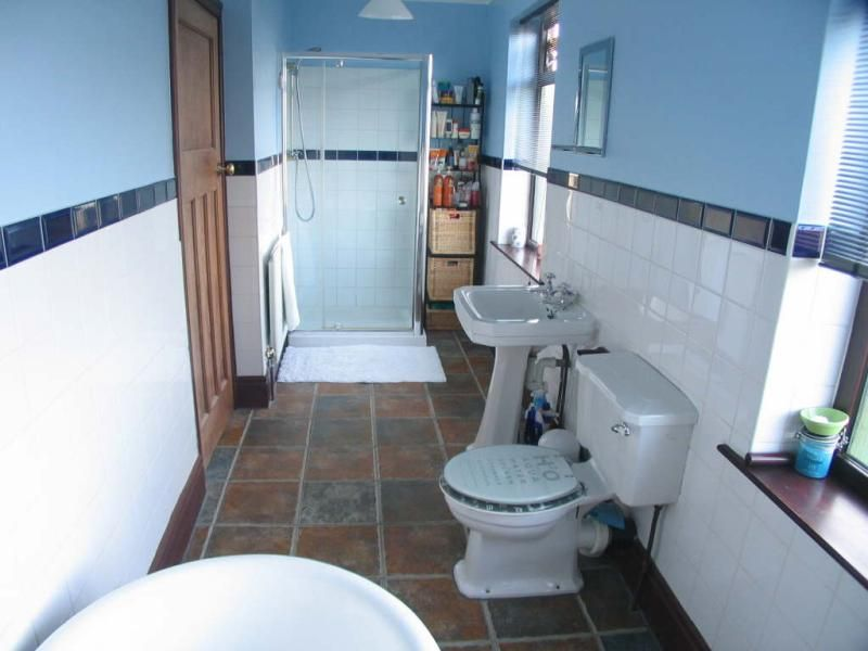 Small narrow bathroom layout bing images bathrooms - Small half bathroom layout ...