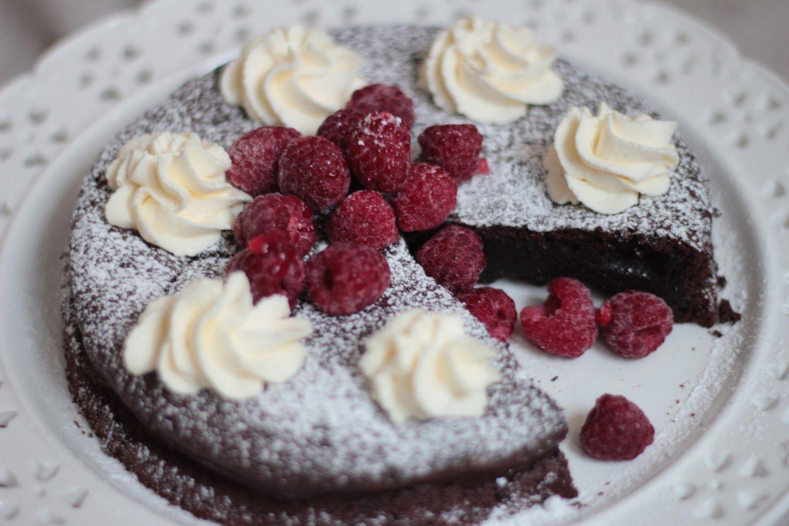 jauhoton suklaakakku