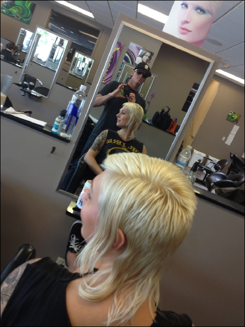Skingirl Spirit Of Ten S Vokuhila Frisur Kurze Haare Frauen Madchen Haarschnitt