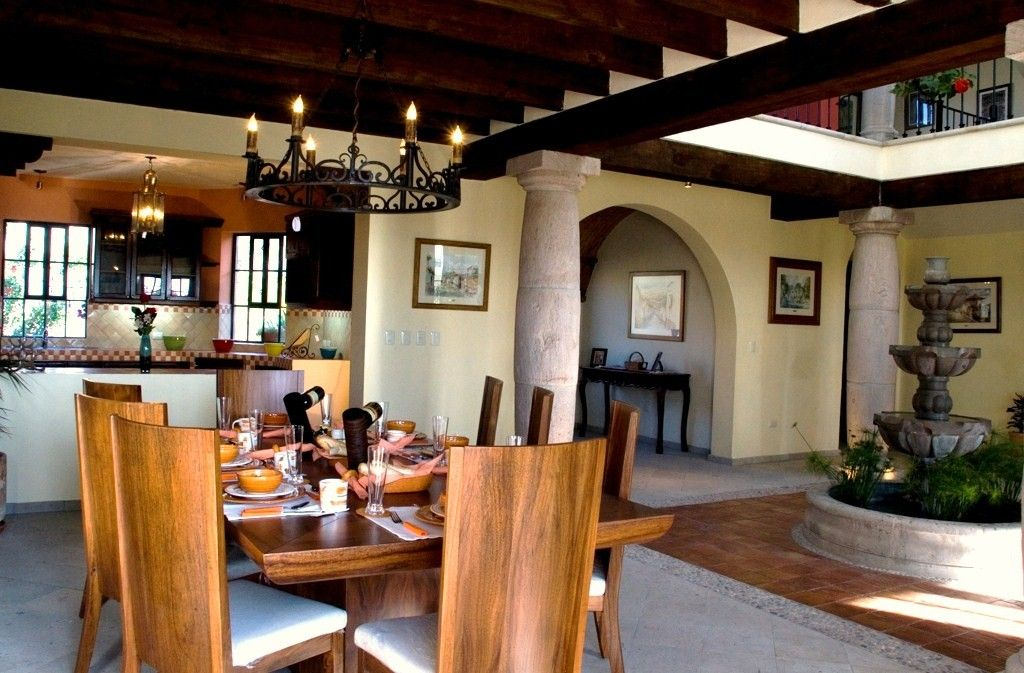 Decoracion casa colonial buscar con google casas for Casas lindas por dentro