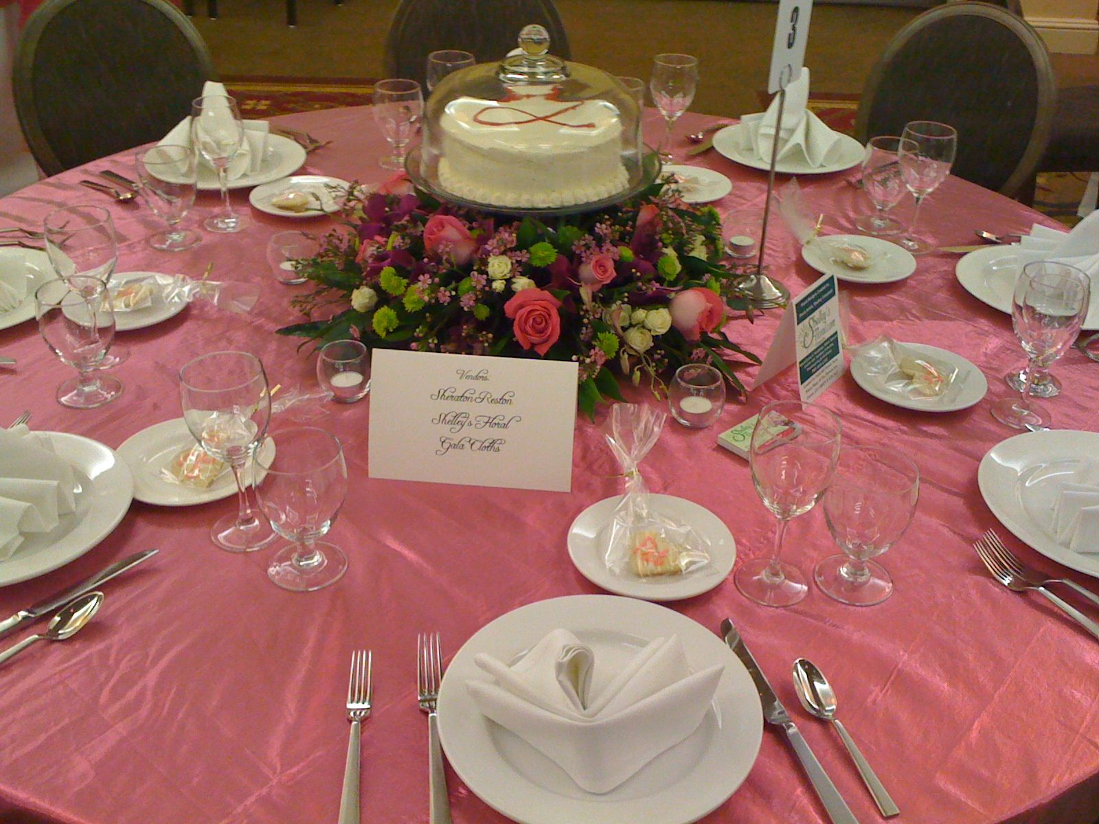 Groovy Mini Cakes As Centerpieces Nancys Wedding In 2019 Download Free Architecture Designs Pendunizatbritishbridgeorg
